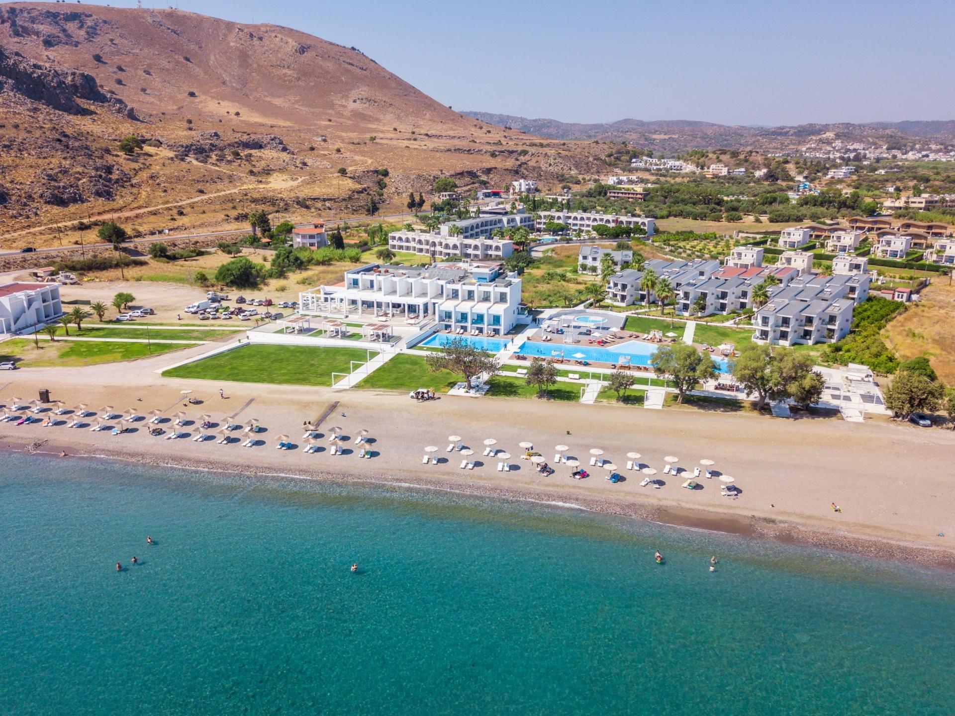 Hotel KAMARI BEACH PLUS